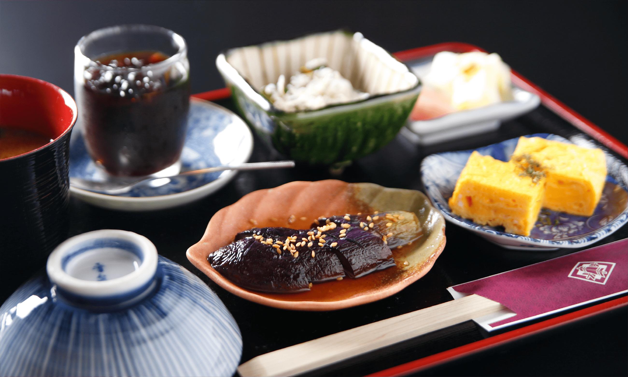 釜めしセット お好きな釜めし/季節の小鉢三品/味噌汁/香の物/デザート(珈琲に変更可)